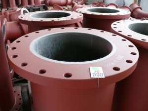Fixed flanges of piping components