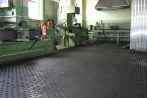 Locksmith operation floor made from anti-slipping pavement